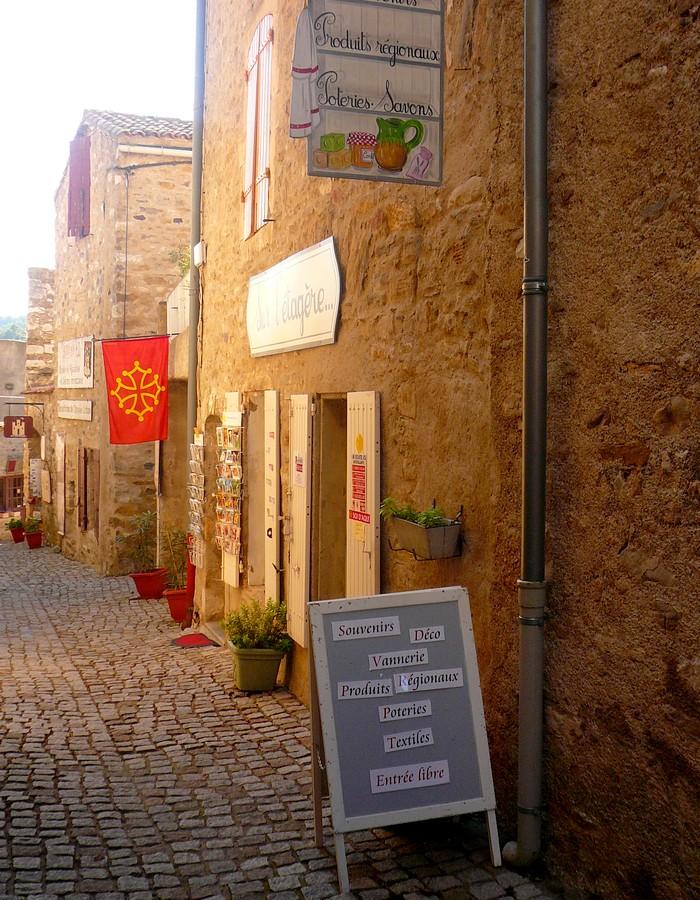Rue au cœur de Minerve - Hérault, le Languedoc © Photothèque Hérault Tourisme - S. Lucchese
